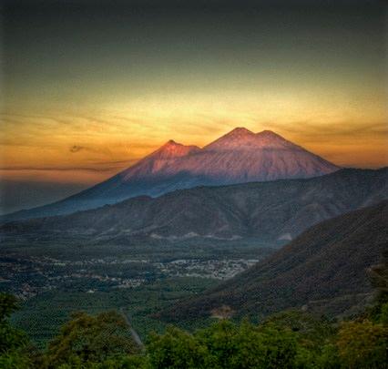 Antigua Guatemala y los tres volcanes